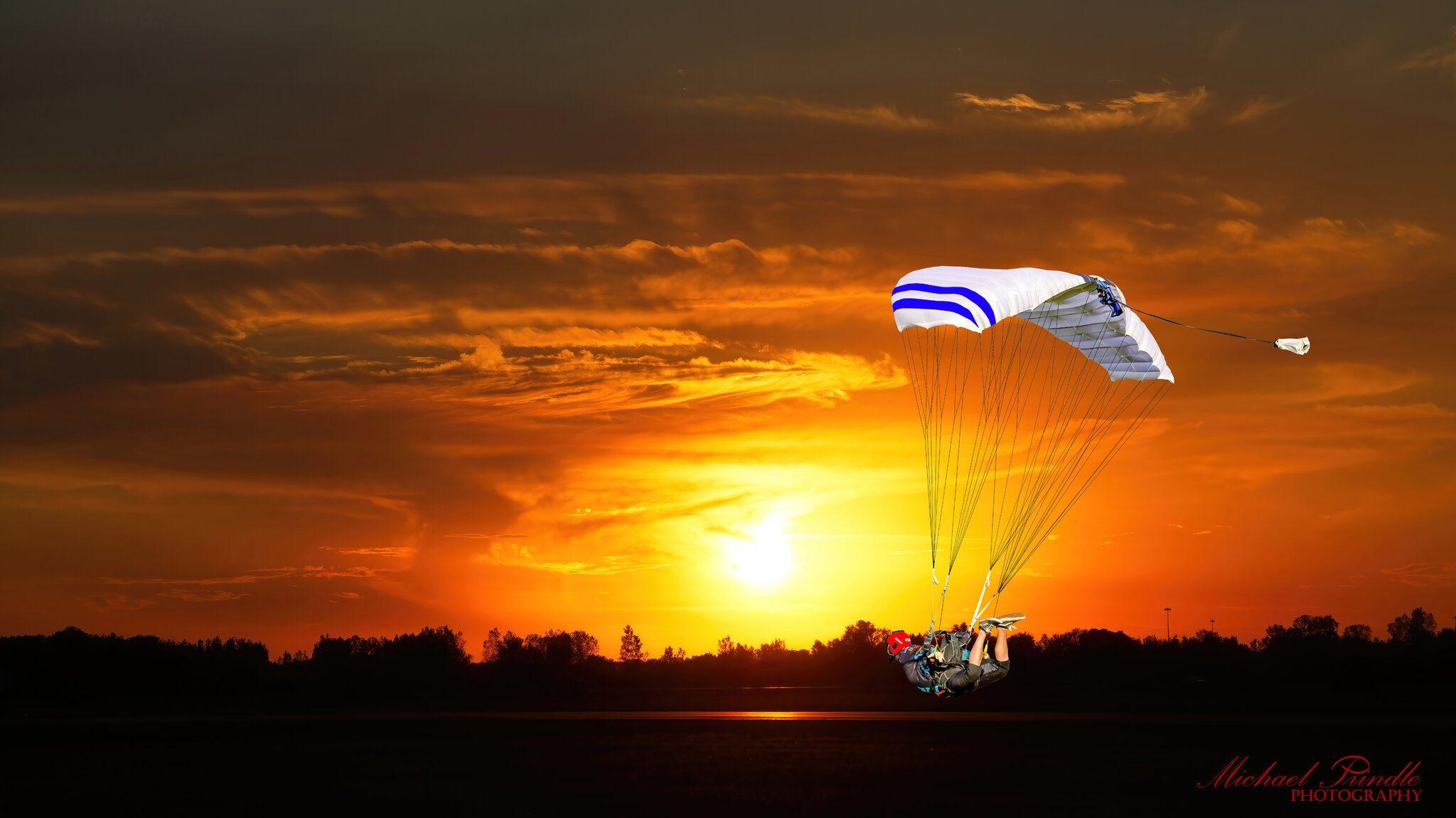 DSC15712 Skydiver landing against sunset.jpg