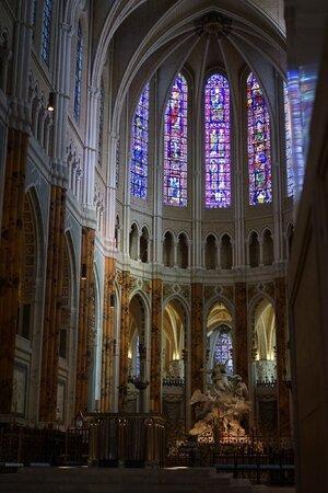 Chartres Main Altar.jpg