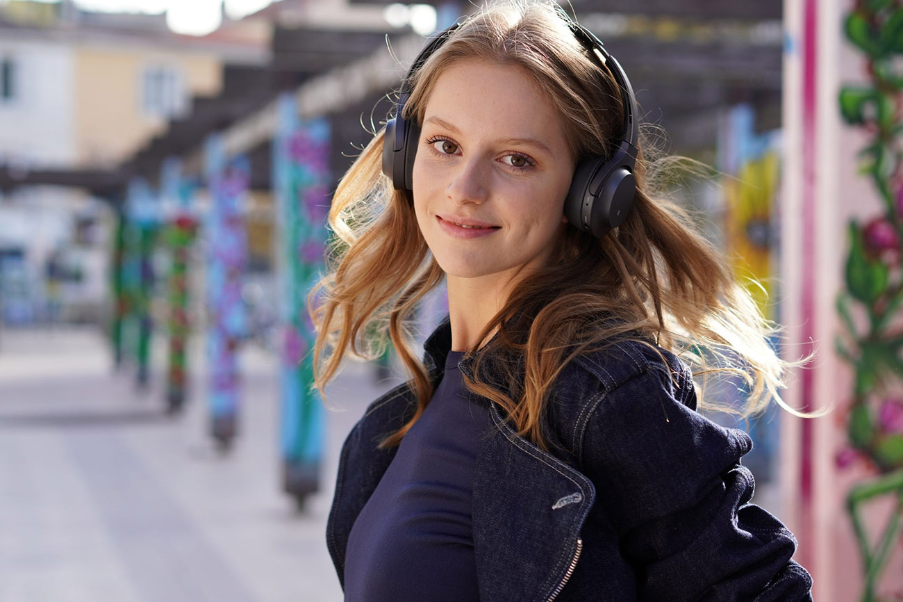 sony a6400 sample image young woman headphones
