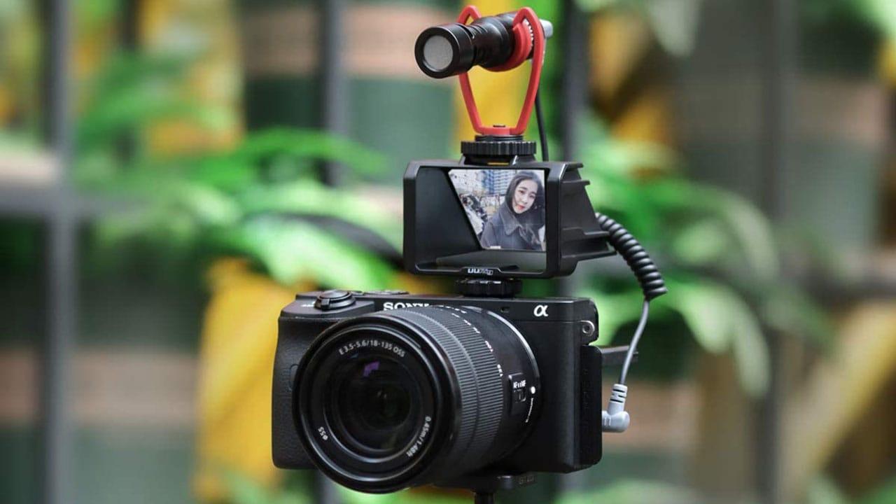UURig R031 Camera Flip Screen Mirror