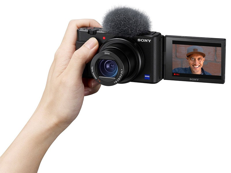 sony-sv-1-in-hand